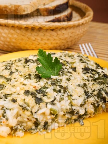 Постна зеленчукова мусака със спанак, ориз, орехи, зелен и праз лук и яйца - снимка на рецептата